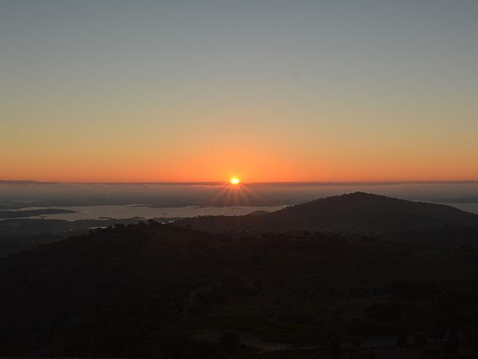 朝陽を大パノラマで