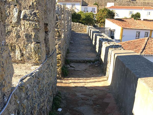 城壁を歩く