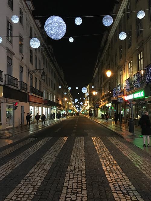 リスボンの夜のストリート