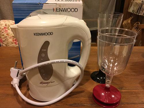 湯沸かしポットとワインカップ