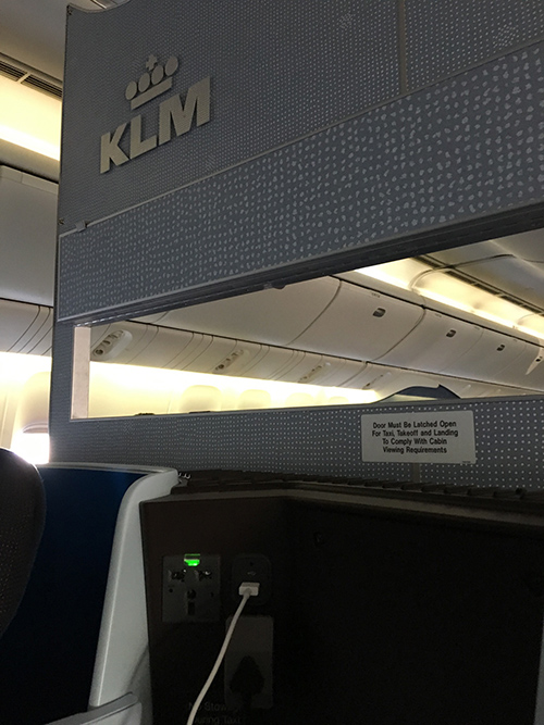 KLMオランダ航空ビジネスクラス仕切り