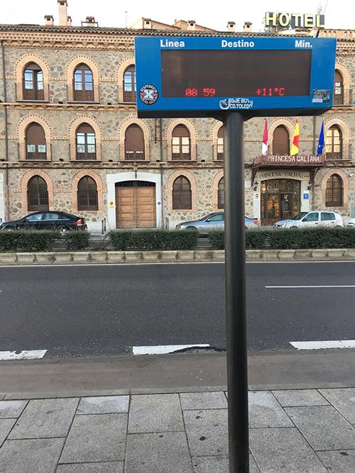 トレド駅前バス停