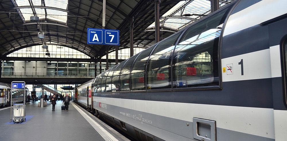 空港から列車での移動