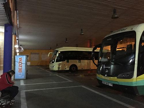 ロンダの朝のバスターミナル