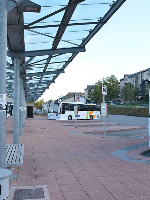 ロデズ駅隣りのバスターミナル
