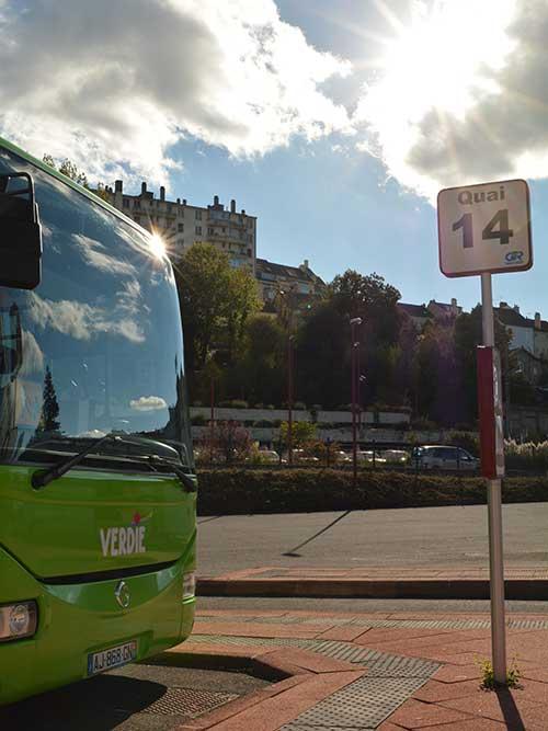 ロデズバスターミナルのコンク行きバス