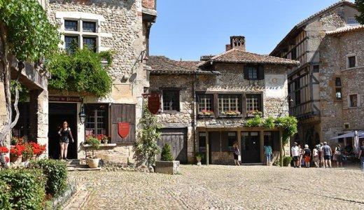 リヨンから日帰りで電車と徒歩で行く!中世の雰囲気を残した美しい村ペルージュへの行き方!