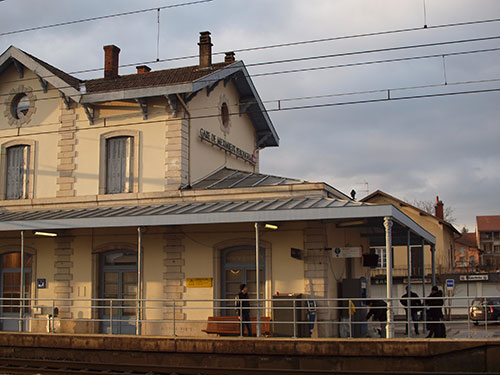 Meximeux-Perouges駅