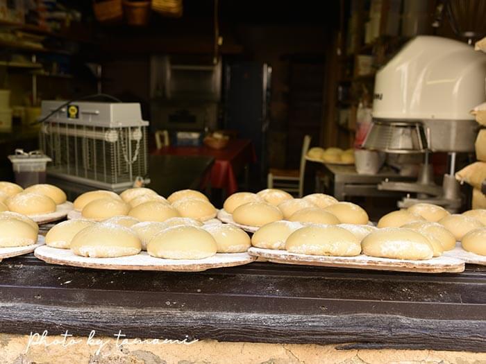 ペルージュのガレット屋さんで焼いていたパン