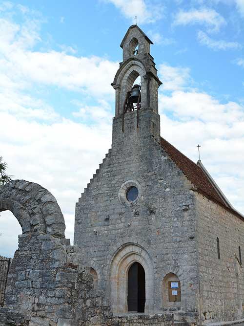 ロカマドゥールの外れにある古い教会