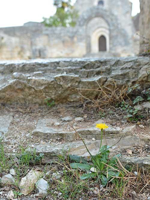 ロカマドゥールの外れにある古い小さな教会