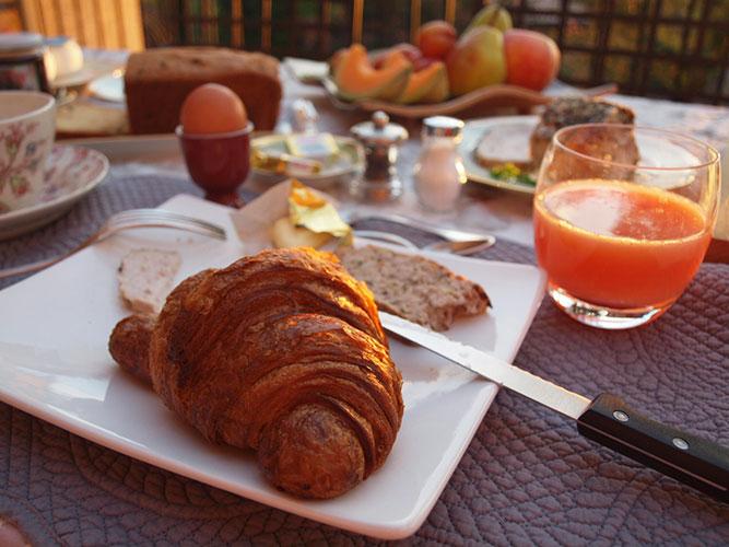 シャンブルドットの朝食