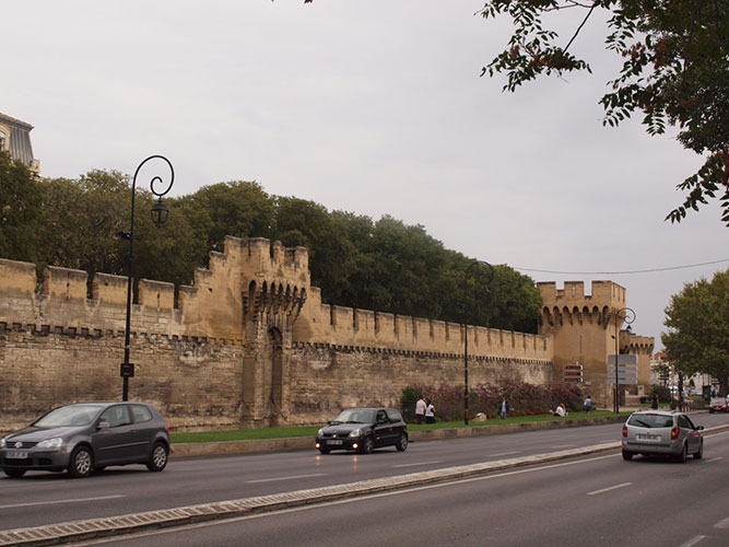アヴィニョンの城壁