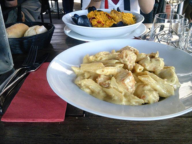 マルセイユ旧港のレストラン