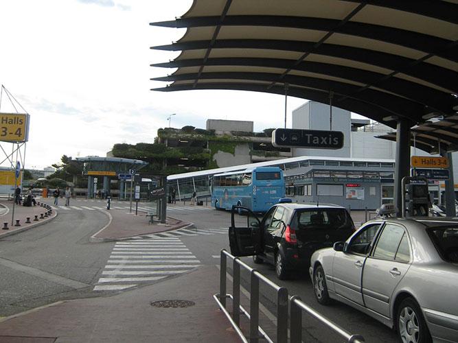 マルセイユ・プロヴァンス空港のバスターミナル