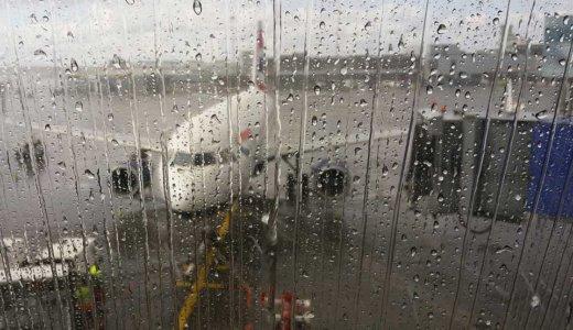国際線の飛行機が台風接近による遅延または欠航になる可能性があるときの対処法
