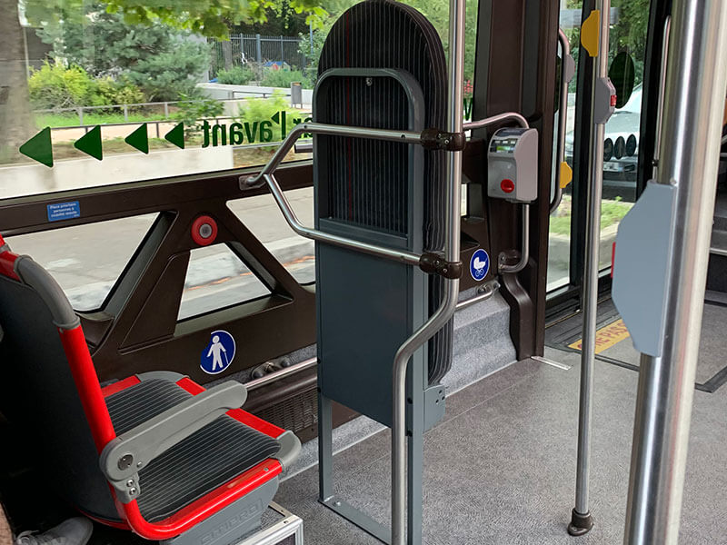 リヨン市内バス乗り場の電光掲示板