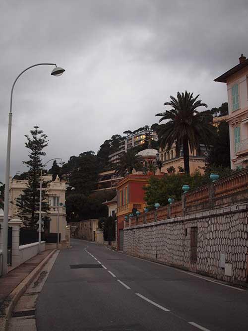Villa Mezzo Monteがある高級住宅街