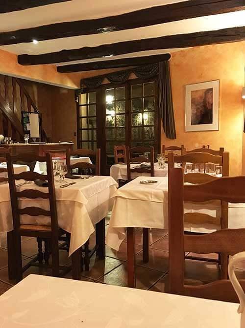 Auberge Saint JACQUES 1階のレストラン