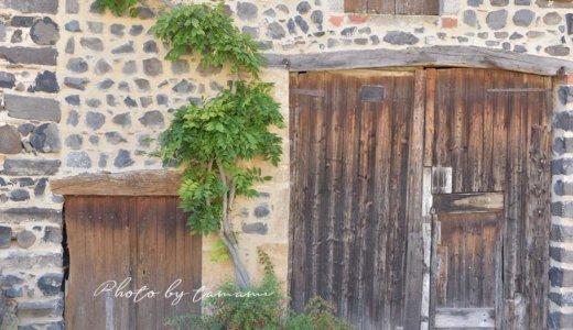 まるでおとぎの国の世界!レンタカーで行くユッソン(Usson)【オーヴェルニュ地方フランスの美しい村巡り】