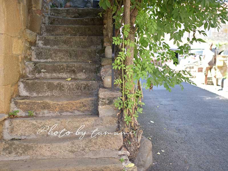 フランスの美しい村モンペイルー