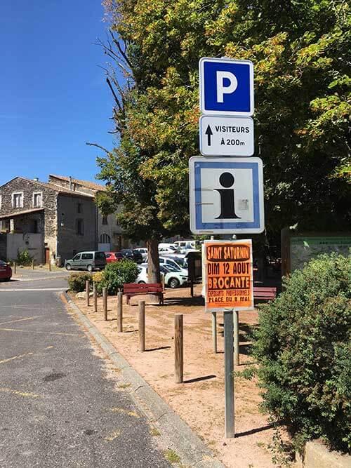 サン・サテュルナンの駐車場