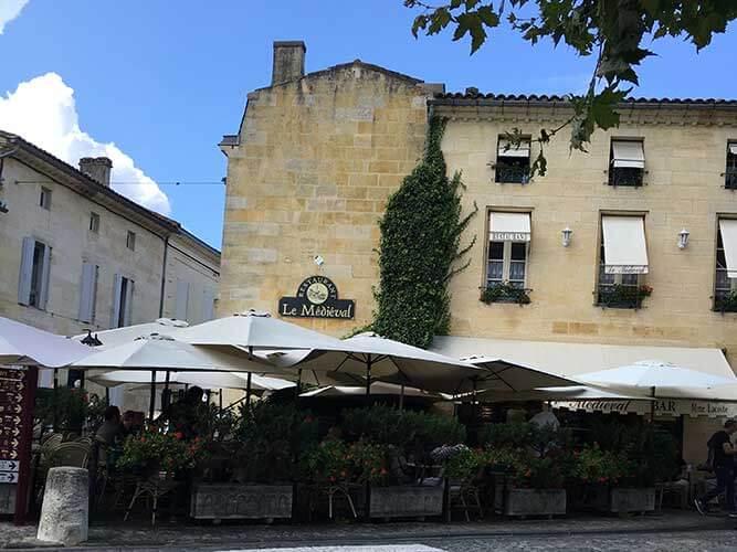 サンテミリオン村の入り口右にあるレストラン