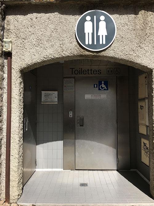 ル・ピュイにある公共トイレ