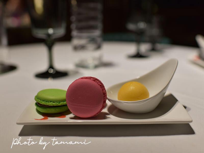 Les Delices de Lavouteのテラスでフルコースディナー デザート