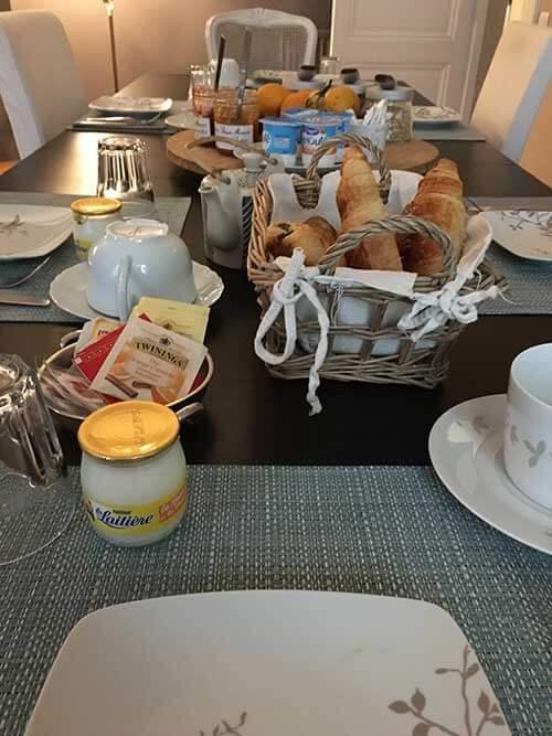 L'Escapade Bordelaise - Chambres d'Hôtesの朝食