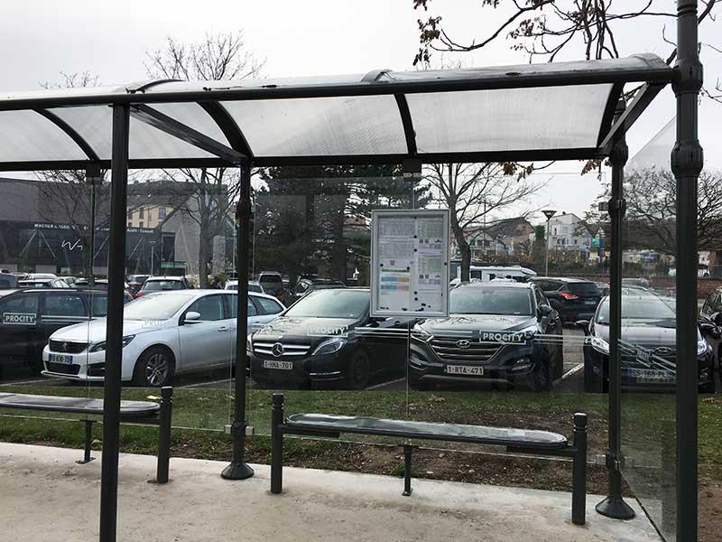 リヴォヴィレのバス停