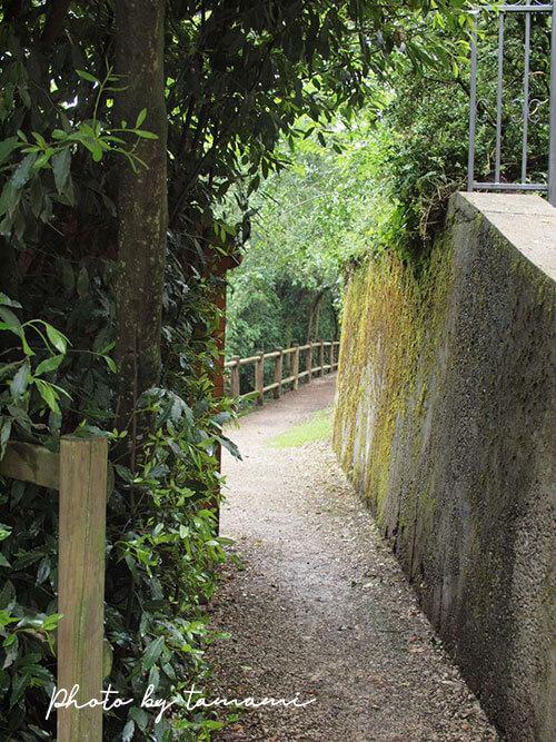 ヴァラントレ橋を渡った向こう側の岸