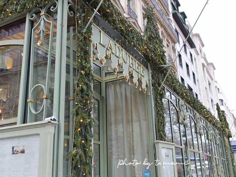 シャンゼリゼ通りにあるラデュレ
