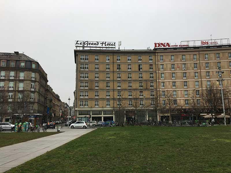 ストラスブール駅前にあるホテル
