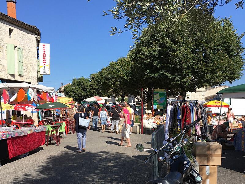 Laroque-Timbautの蚤の市