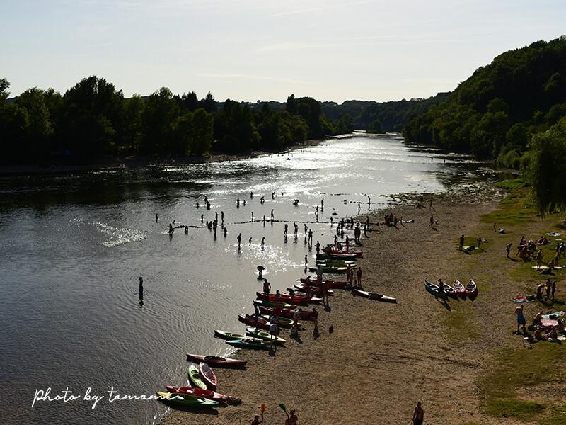 フランス南西部の美しい村リムイユと目の前のドルドーニュ川