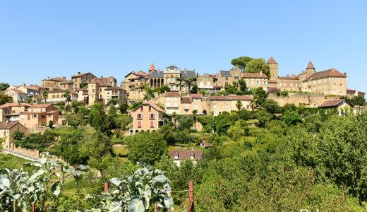 フランス南西部アキテーヌ地方の美しい村 ベルヴェス(Belves)は7つの燐楼が印象的な中世の雰囲気が漂う村