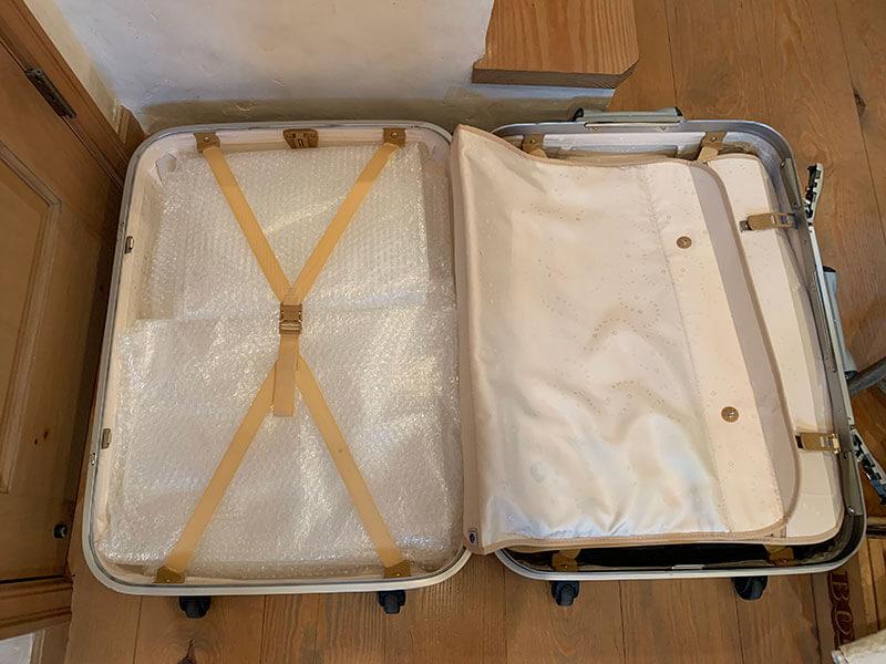 ハードスーツケースの中身