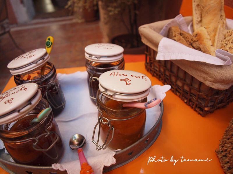 南仏で2009年に泊まったシャンブルドットの朝食
