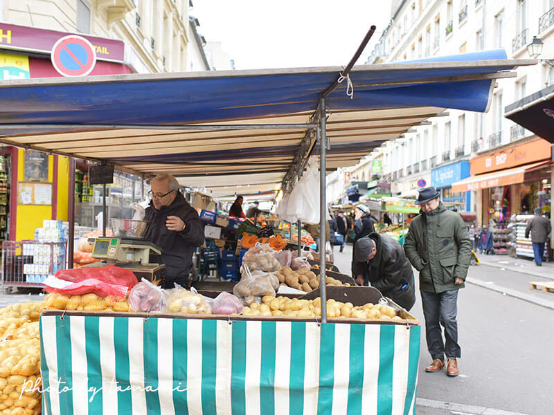パリのアリーグル市場のマルシェ