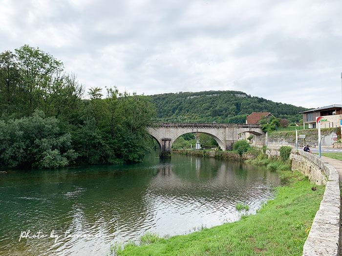 フランスの美しい村ロードから次の村へ向かう風景