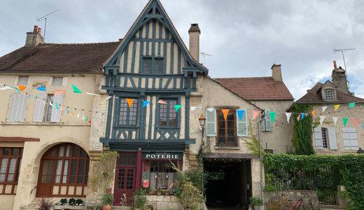 ブルゴーニュ地方の美しい村【ノワイエ・シュル・スラン(Noyers-sur-Serein)】は河畔の風景と木組みの家並みがまるで童話の世界