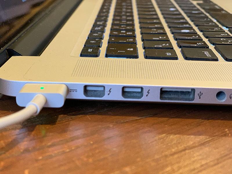 Macbook Proのサンダーボルトポート