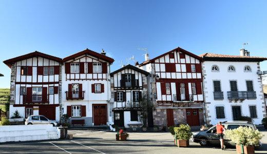 レンタカーでフランスバスク地方の美しい村巡り!バスクカラーの家並みが可愛いアイノア(Ainoha)へ *サンジャンドリュズからバスもあり