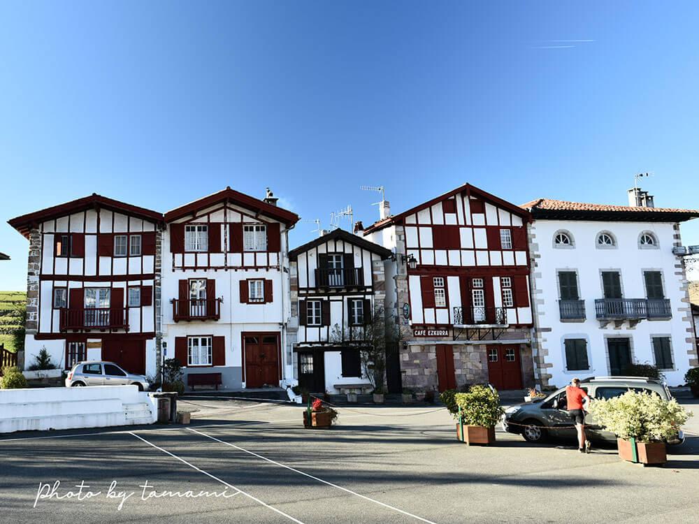 フランスバスク地方の美しい村アイノア