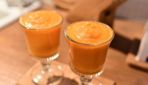 疲労回復に!5分でできる夜におすすめのスムージーレシピ 【にんじんリンゴ酢ジュース】