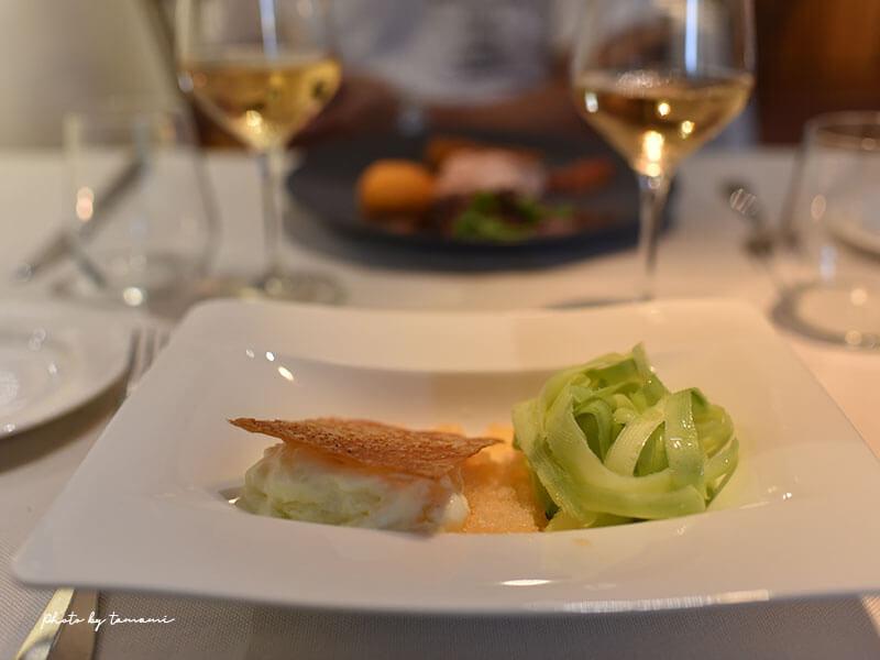 Hotel Restaurant Les Deux Pontsレストランで食事