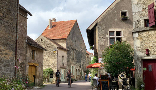 12世紀の要塞跡が残るブルゴーニュ地方の美しい村【シャトーヌフ(Châteauneuf)】はどこを切り取っても絵になる可愛い村