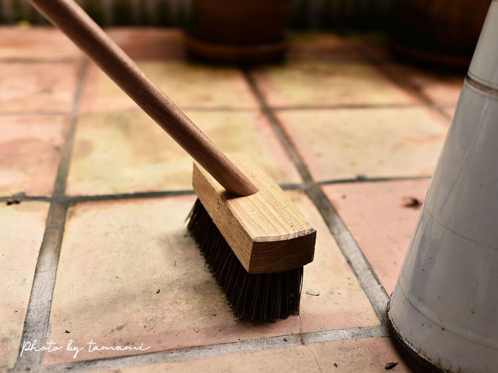 バルコニー掃除にアンティークジャグが便利